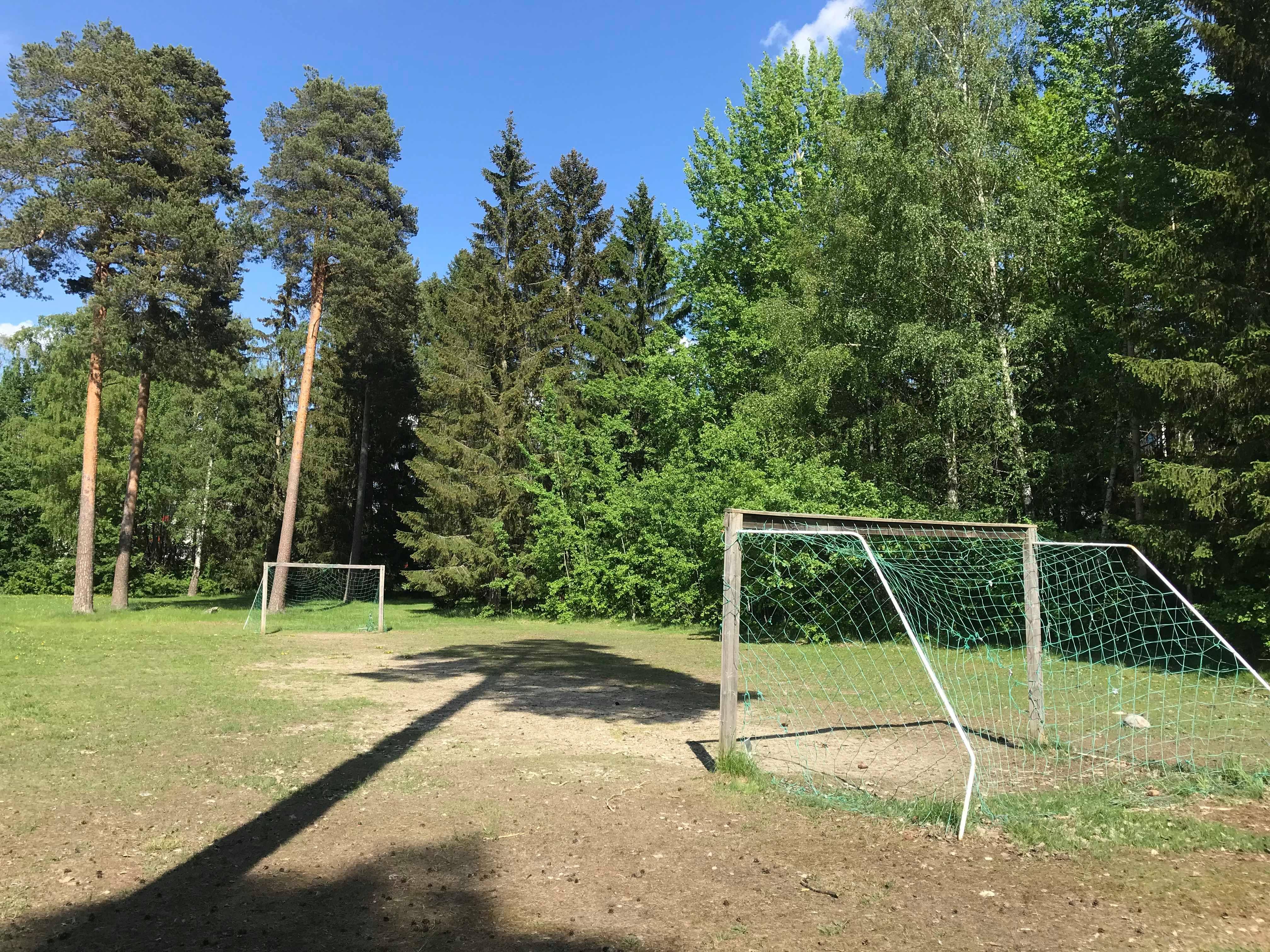 Fotbollsplan i närheten
